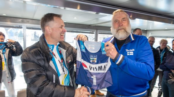 Øytsein Moan teams up with skiing legend Juha Mieto after the season final in Ylläs-Levi