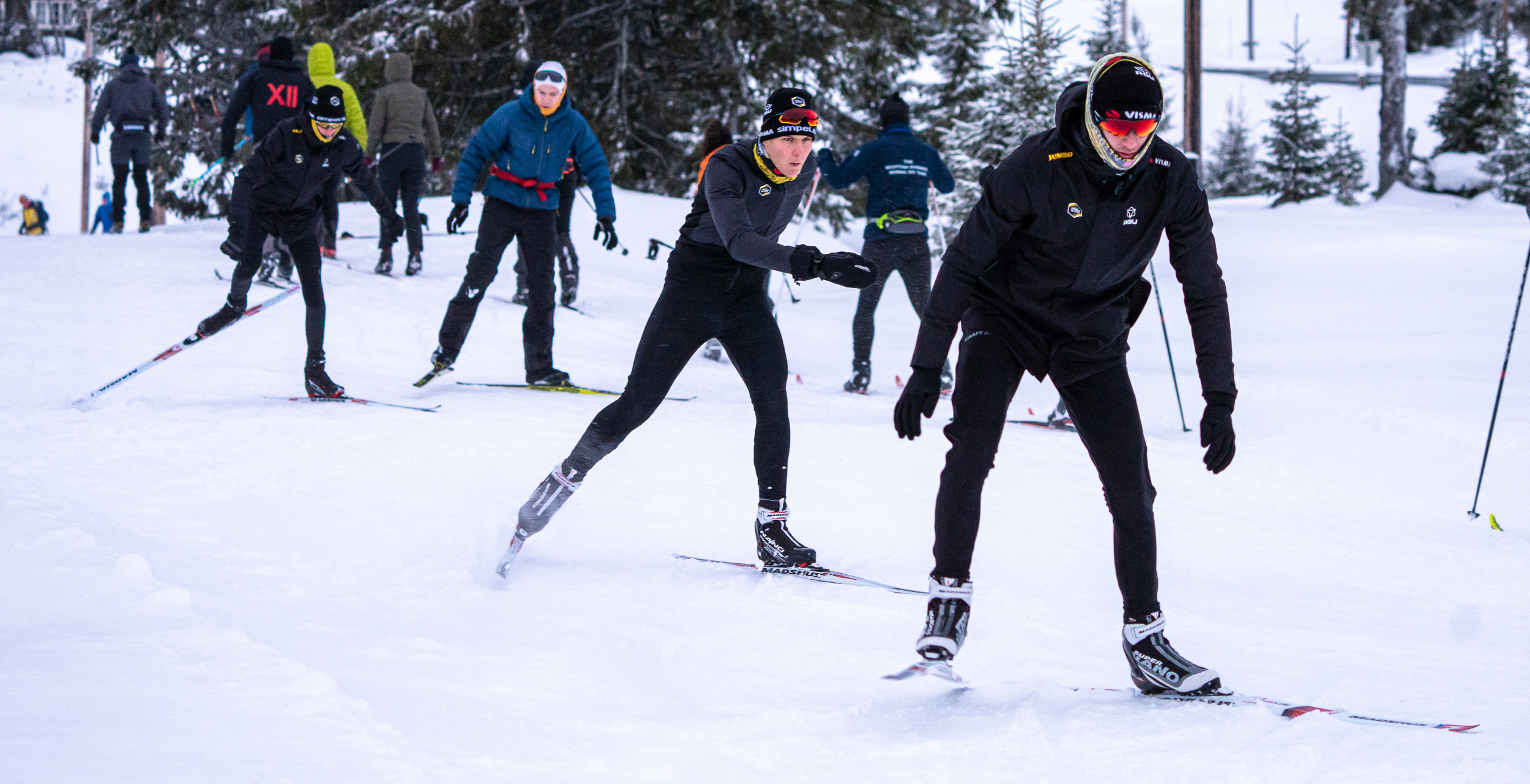 Team Jumbo-Visma's cycling talents try skiing for the first time