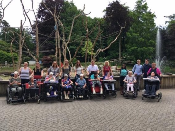 Visma Raet employees and management went to the zoo with a healthcare institution. Here, they helped push the wheelchairs